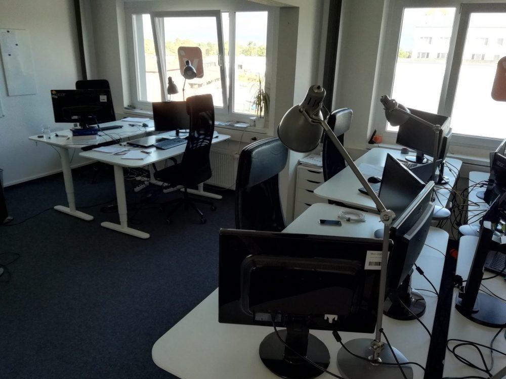 leeres Büro in der Sommerzeit