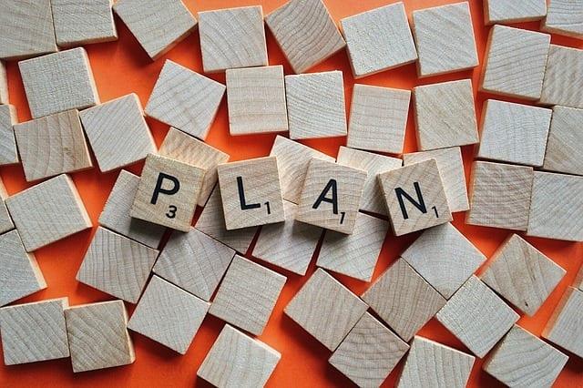 Plan aus Holzbuchstaben