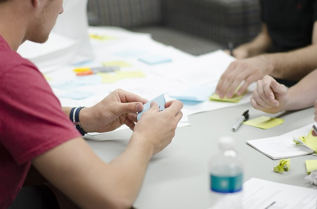 Mitarbeiter sammeln Ideen